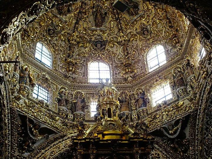 travel-to-puebla-mexico-church